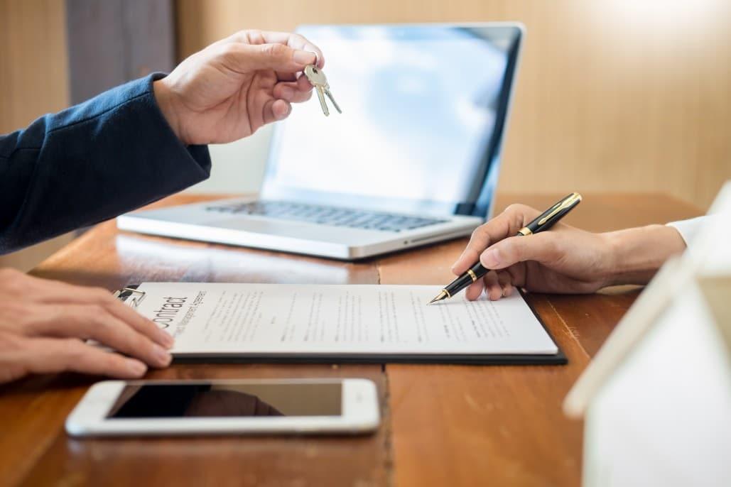 Como funciona um contrato de compra e venda de imóveis? Entenda tudo sobre este tipo de negócio.