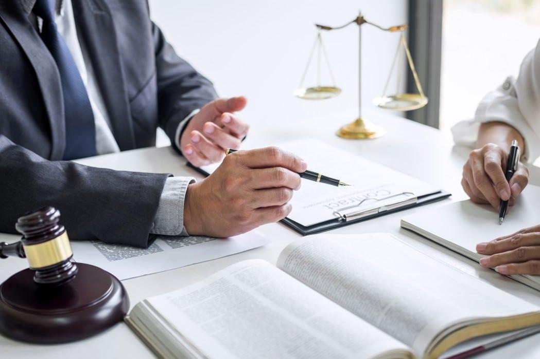 Cidadania Portuguesa Alteração da lei de cidadania para netos - advogado assessorando um cliente