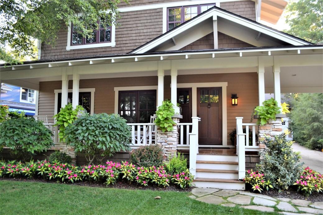 assessoria jurídica no contrato de locação - casa com grama na frente